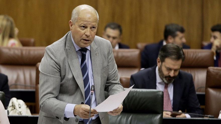 """Imbroda, al PSOE-A sobre la plaza de la hermana de Moreno: """"Me tendrán enfrente si siguen dudando de la Inspección"""""""