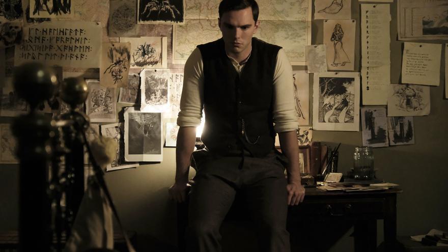 Nicholas Hoult interpreta a un joven John Ronald Reuel Tolkien antes de crear 'El señor de los anillos'