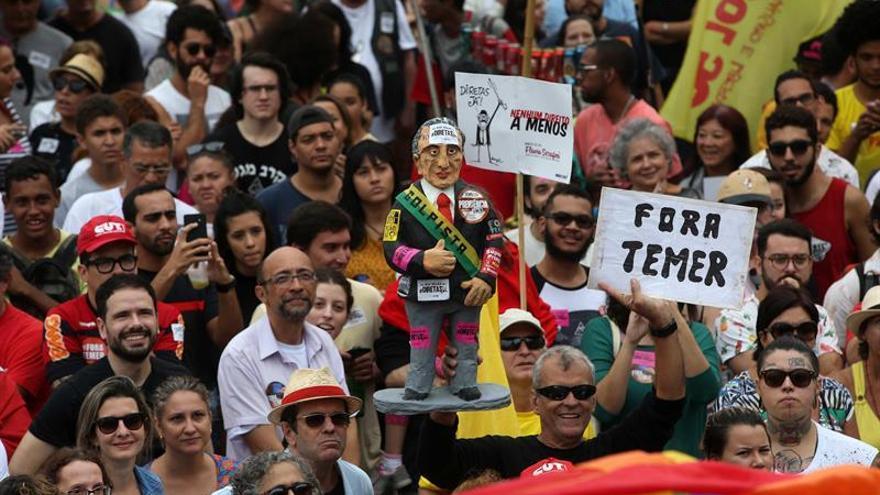 El 81 por ciento de los brasileños apoya un juicio penal contra Temer, según un sondeo