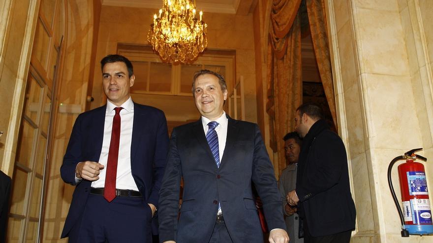 Pedro Sánchez dedica a los ayuntamientos su primera pregunta a Rajoy tras las elecciones del domingo
