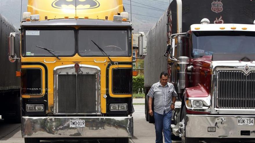 Líderes de izquierda colombiana llaman al diálogo frente a paro camionero