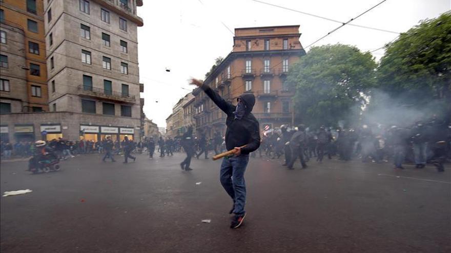 Fuertes enfrentamientos entre la policía y los  manifestantes contra la Expo en Milán