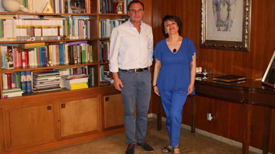 La subdelegada, con el alcalde de Villafranca.