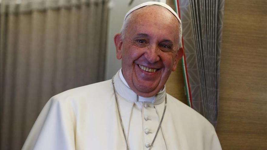 """El papa dice que habló """"mucho"""" con Fidel Castro de su encíclica """"Laudato si"""""""