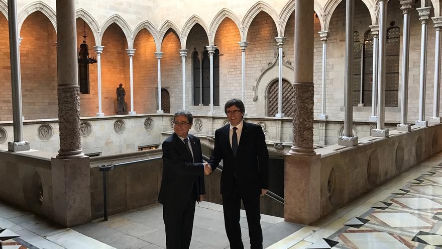 (Resumen) Puigdemont y Millo se emplazan a concretar el diálogo pero chocan por el referéndum