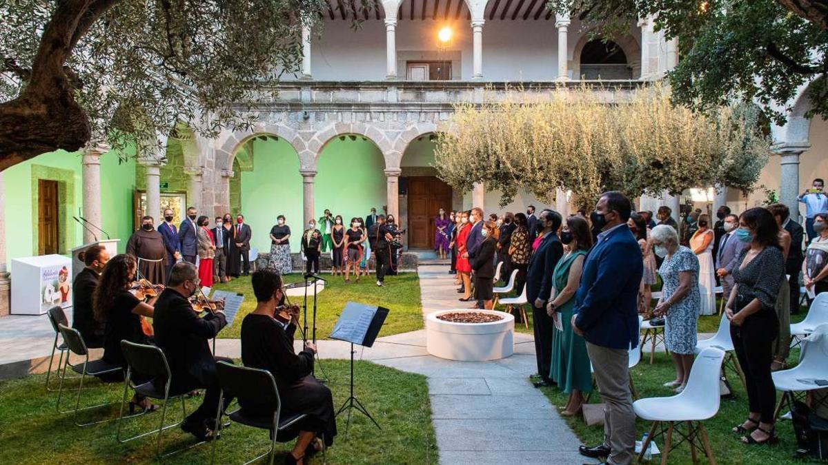 El claustro del convento santiaguista, actual sede de la Junta, ha acogido el acto.