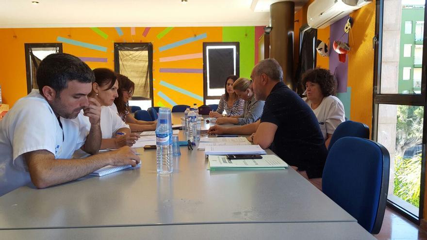 La comisión sociosanitaria de Los Llanos se reúne con una periodicidad quincenal.