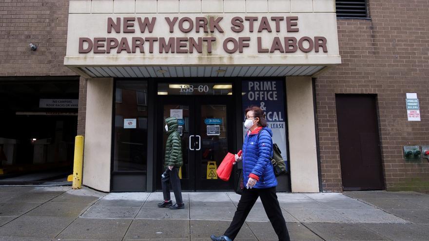 Las solicitudes de seguro por desempleo se mantienen en 1,3 millones en EE.UU.