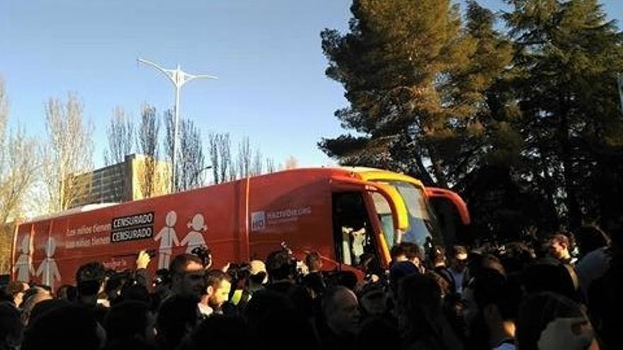 El autobús de HazteOir en la Universidad Complutense
