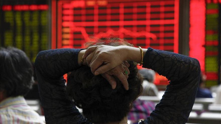 Las bolsas chinas cierran tras sólo media hora de cotización por la fuerte caída