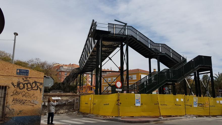 Pasarela en construcción en Santiago el Mayor, Murcia / ELISA RECHE