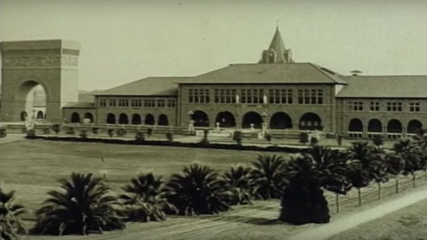 Una vieja imagen de la Universidad de Stanford, de finales del siglo XIX, que recoge la Silicon Valley Historical Association en uno de sus vídeos (Imagen: YouTube | Silicon Valley Historical Association)