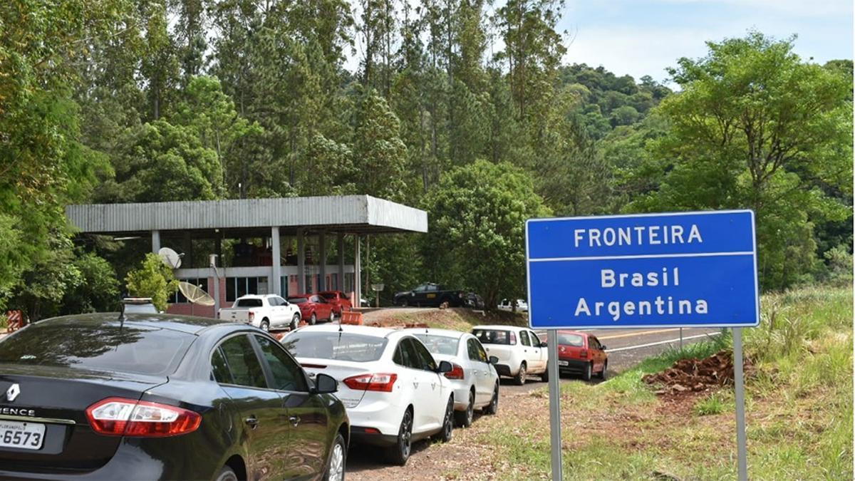 Las vías habilitadas para el ingreso y egreso de personas son el Aeropuerto Internacional de Ezeiza y el de San Fernando.