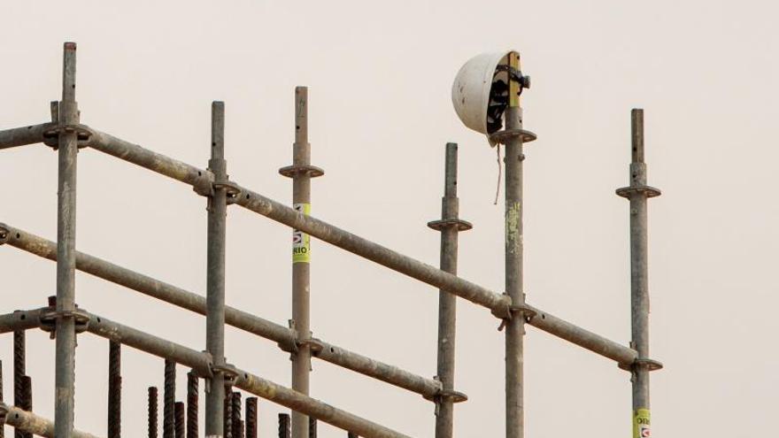 En la imagen del pasado lunes, vista de unas obras en València.