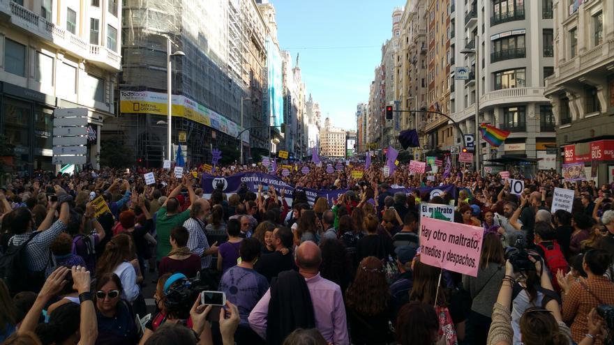 Llegada de la cabecera de la manifestación estatal contra la violencias machistas a plaza de España. / Mercedes Domenech