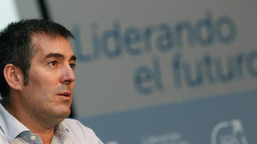 El candidato de Coalición Canaria a la presidencia del Gobierno de Canarias en las próximas elecciones, Fernando Clavijo, durante su intervención en la conferencia política celebrada este sábado en Las Palmas de Gran Canaria. EFE/Elvira Urquijo A.