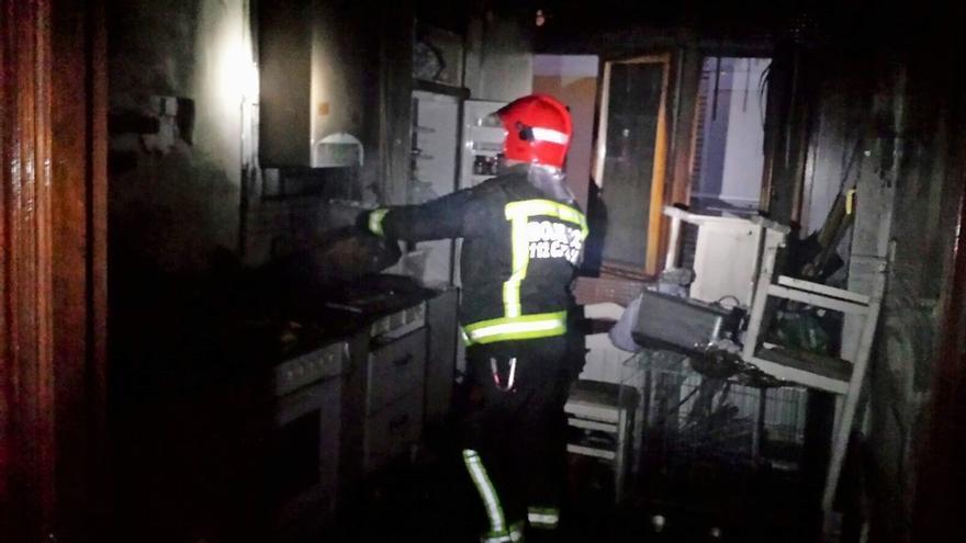 Sofocado sin heridos un incendio en una vivienda de Laredo