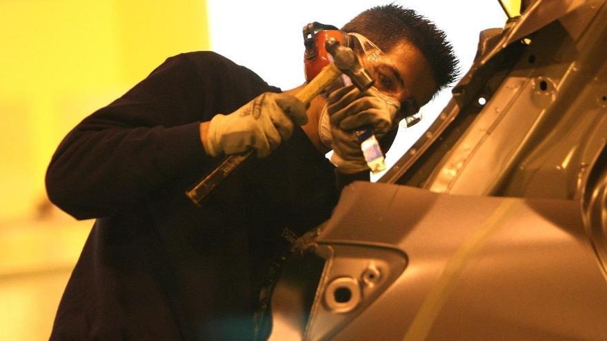 Empleado del sector del automóvil
