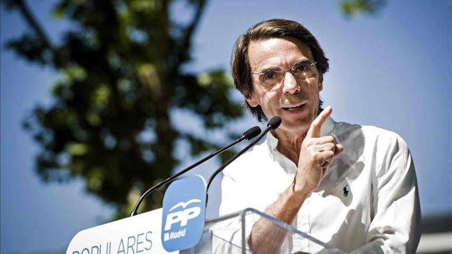 Aznar pide votar al PP para evitar gobiernos débiles, como el andaluz