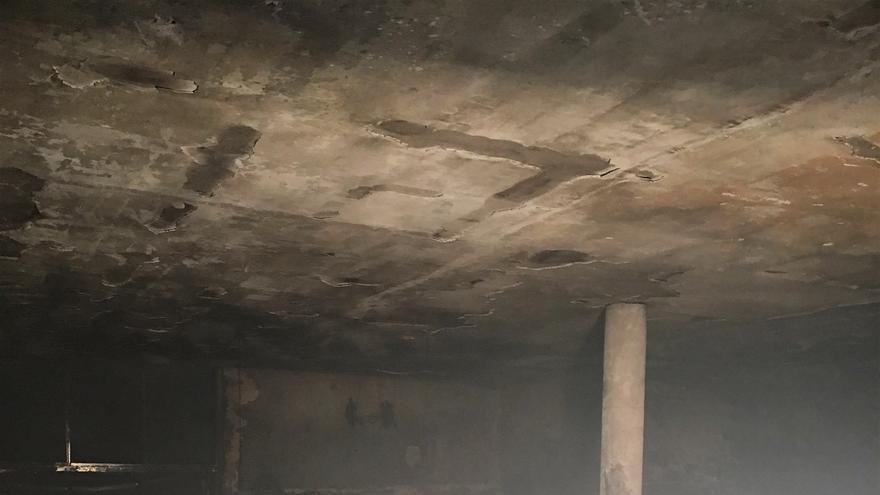 Imagen con las consecuencias del incendio en un establecimiento del sur de Tenerife