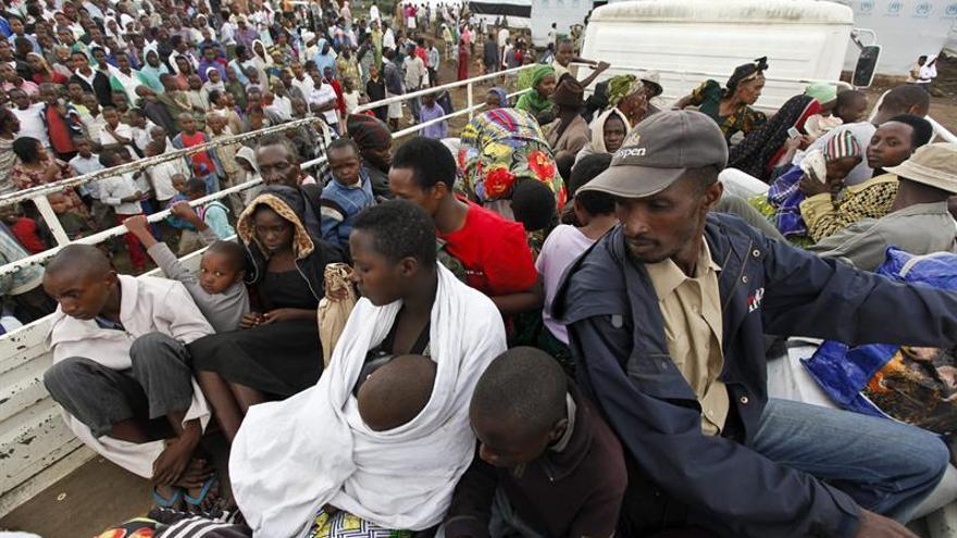 Refugiados congoleses llegados al campamento de Nkamira, en el distrito de Rubavu, próximo a la ciudad fronteriza con la República Democrática del Congo de Gisenyi (Ruanda). EFE/Archivo