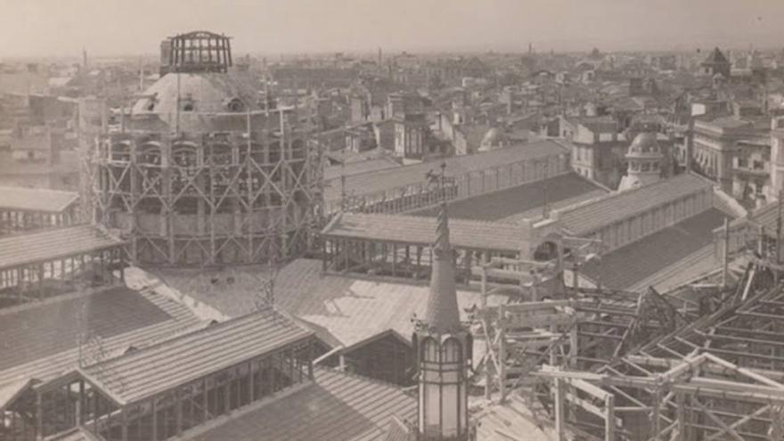 La cúpula del Mercado Central en plena construcción