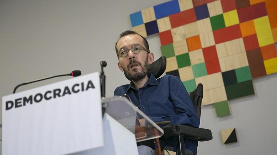 Podemos acusa a Rajoy de incendiar España y Cataluña al suspender la democracia