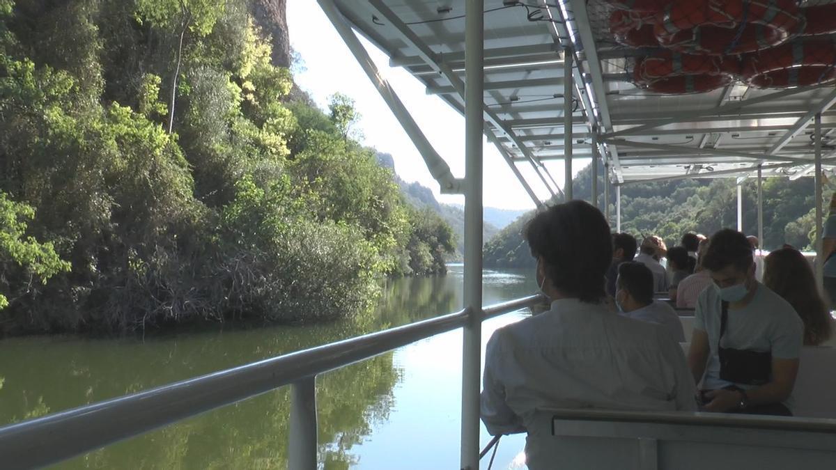 El barco solar, por el río Bembézar