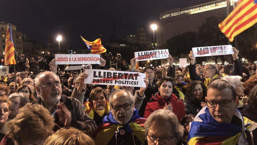 Manifestación en Plaça Catalunya contra el juicio por el 1-O