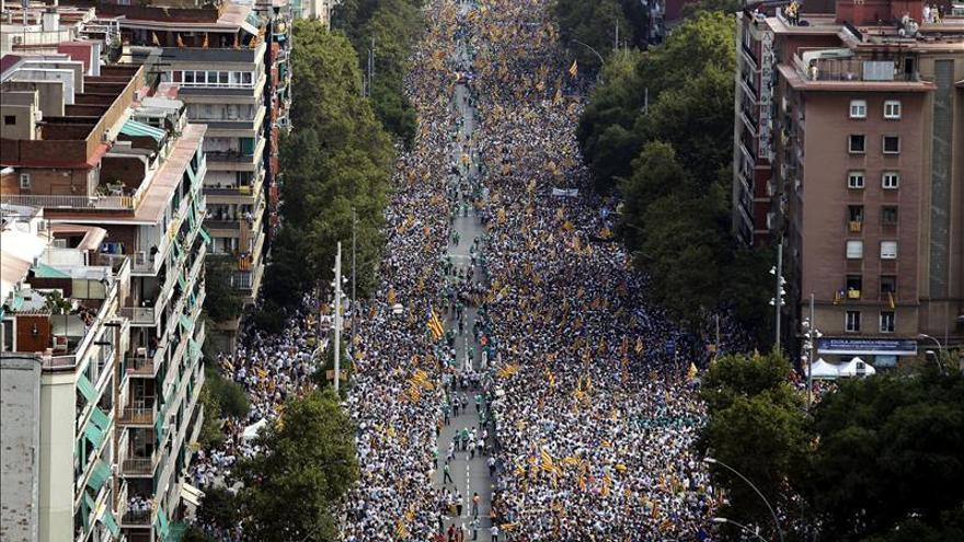 Miles de personas llenan la avenida Meridiana al inicio de la marcha independentista