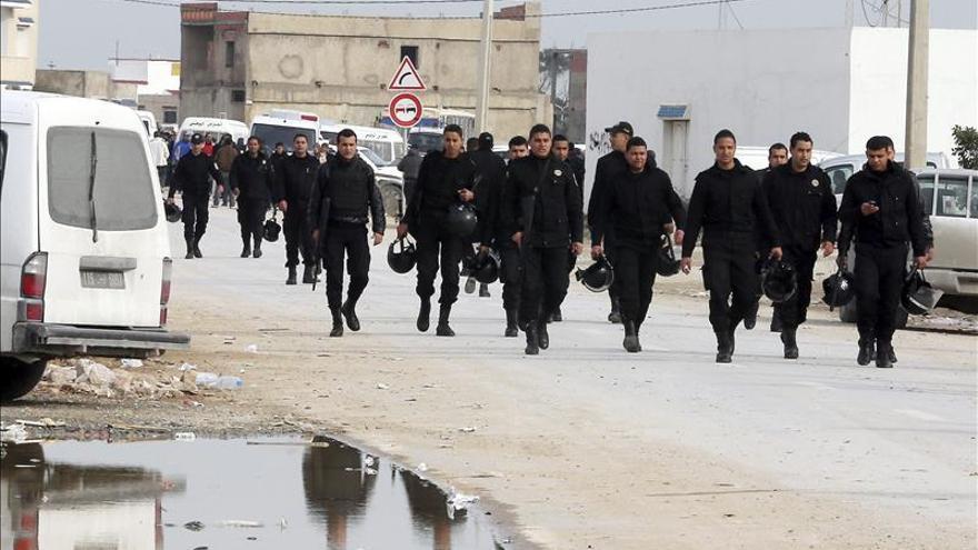 Detenidos 13 tunecinos por supuestos vínculos con la muerte de 4 guardias
