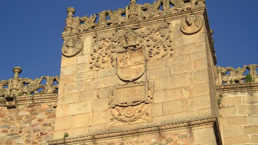 Digitalizan el archivo histórico cacereño con registros de Isabel La Católica