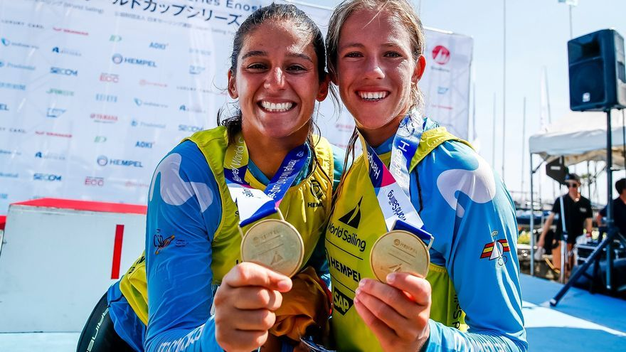 Cantero y Mas luciendo su medalla de oro.