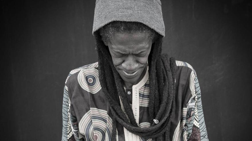 El artista senegalés Cheikh Lô