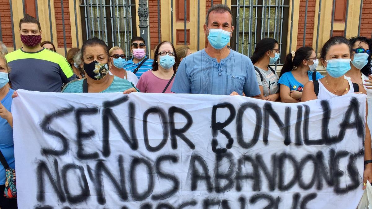 Concentración en San Telmo de las familias afectadas