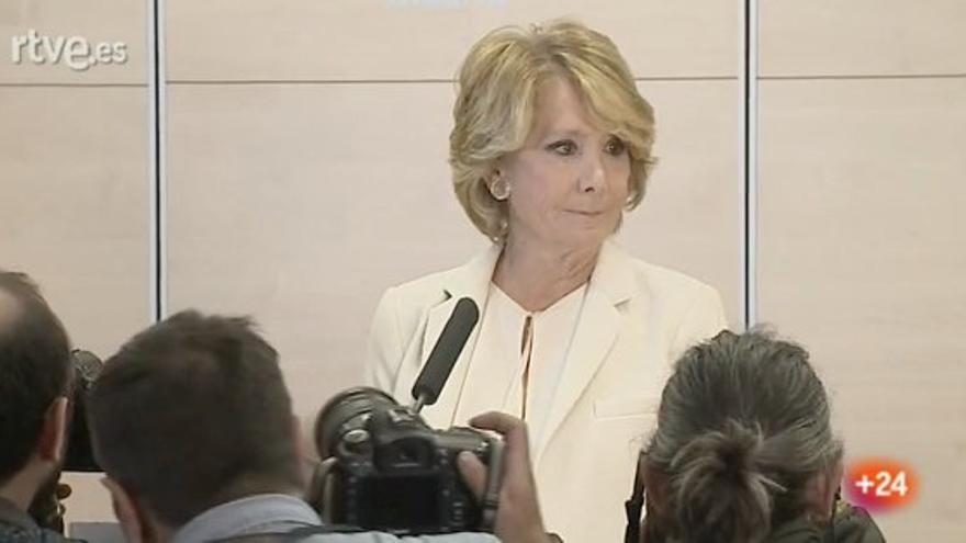 Esperanza Aguirre presentando su dimisión