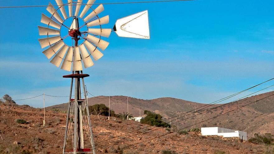 Molino de viento tipo 'Chicago' en Fuerteventura. VA