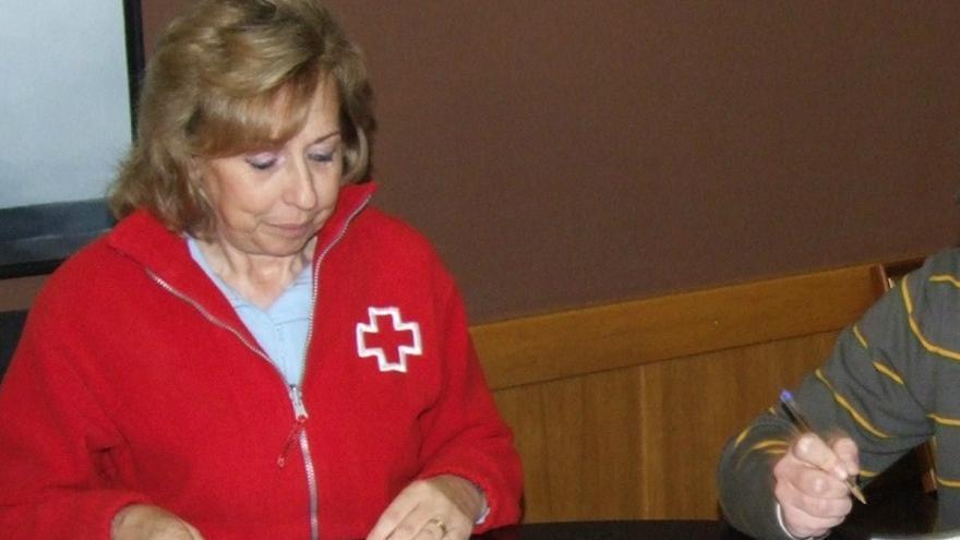 Virtudes Guillem está vinculada a Cruz Roja desde hace 30 años