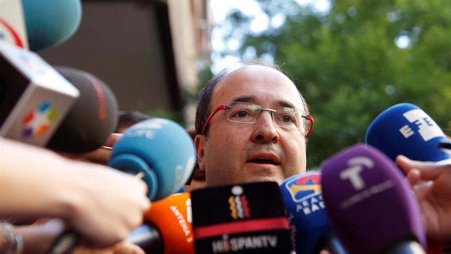 El PSC apuesta por intentar un acuerdo PSOE-Podemos al que no se oponga Ciudadanos