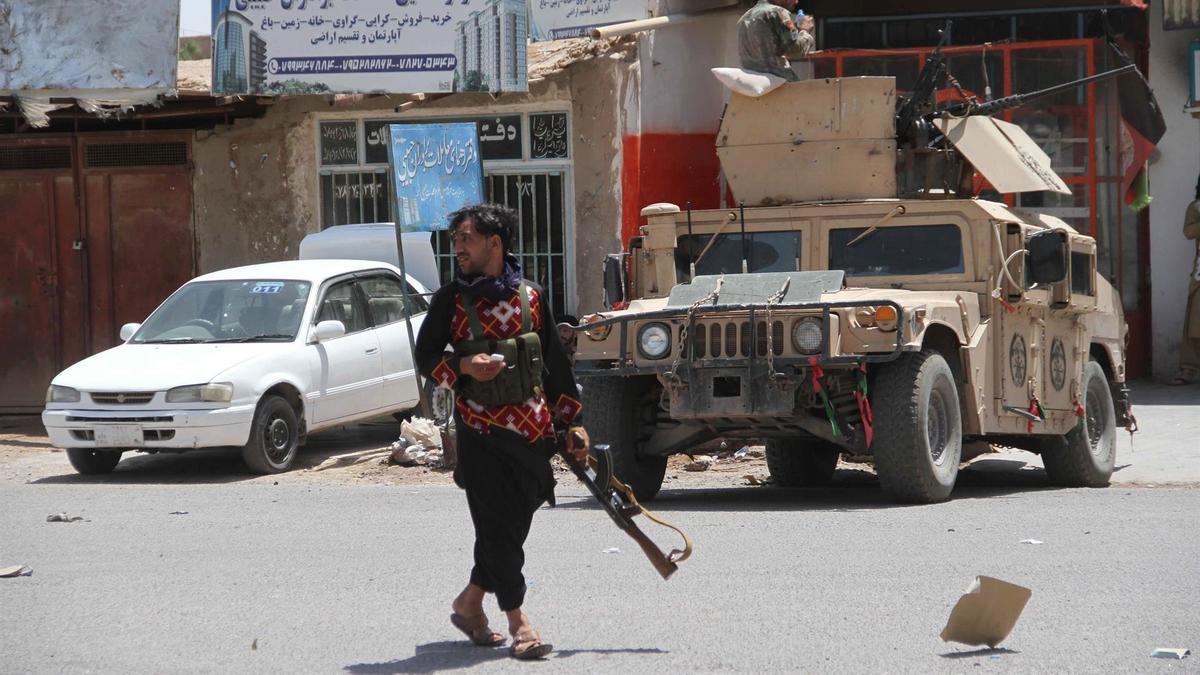 Fuerzas armadas patrullan la ciudad de Herat ante la ofensiva de los insurgentes radicales