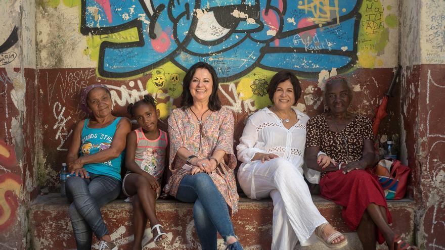 La grancanaria Olga Cerpa (centro), en una foto promocional