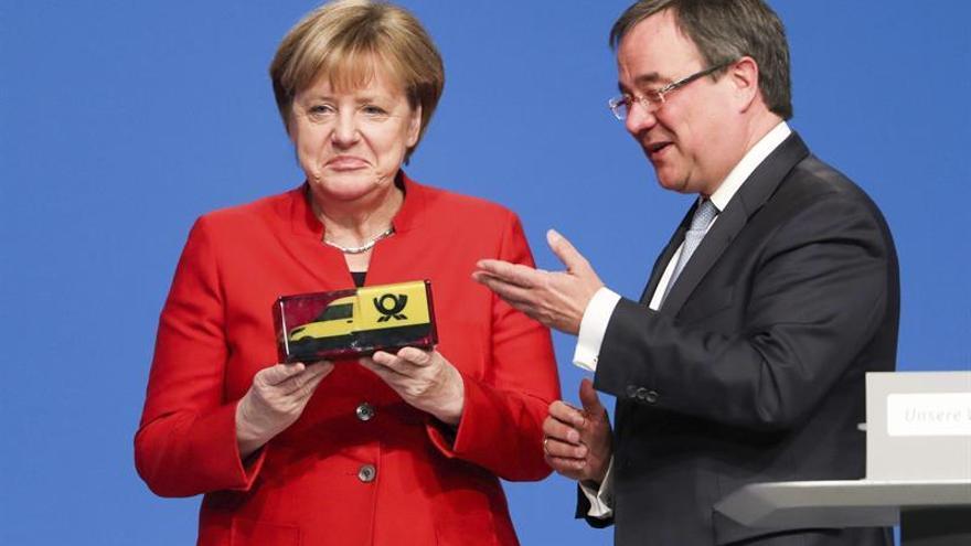 """Merkel califica de """"vergüenza"""" el apoyo de Rusia al régimen sirio"""
