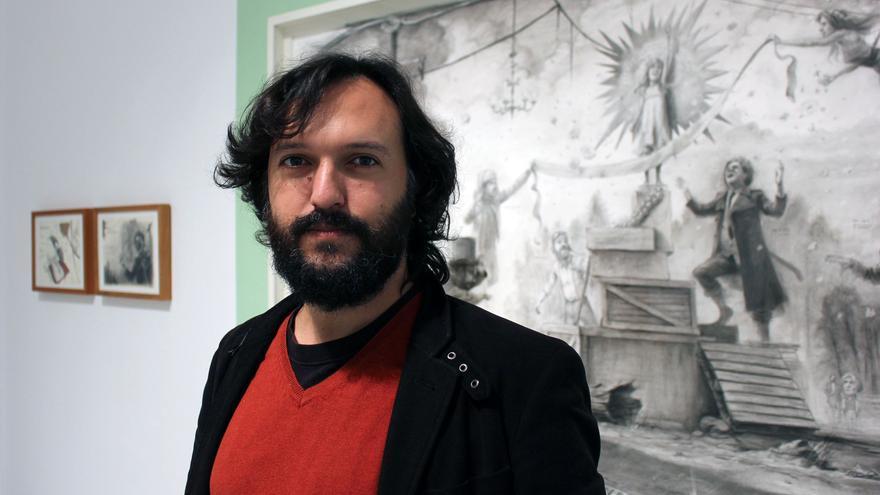 José Luis Serzo ante una de sus obras recientes.