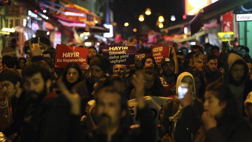La polémica por irregularidades en el referéndum mantiene tensión en Turquía