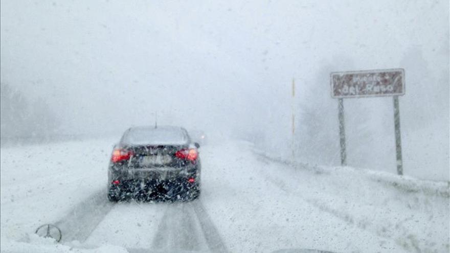La nieve, el fuerte oleaje y el viento ponen en alerta a 35 provincias