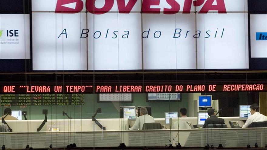 Las bolsas de América Latina dan marcha atrás tras la caída del precio del petróleo
