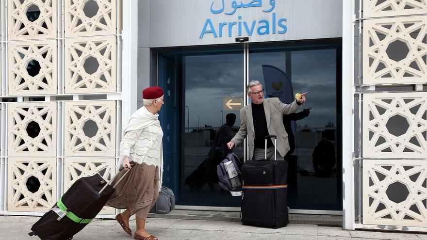 Turistas a su llegada al aeropuerto internacional de Enfidha en Sousse (Túnez).