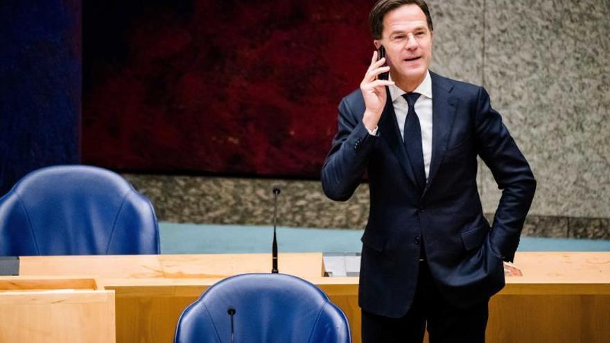 La crisis del coronavirus populariza a Rutte en casa pese a su censura en Europa