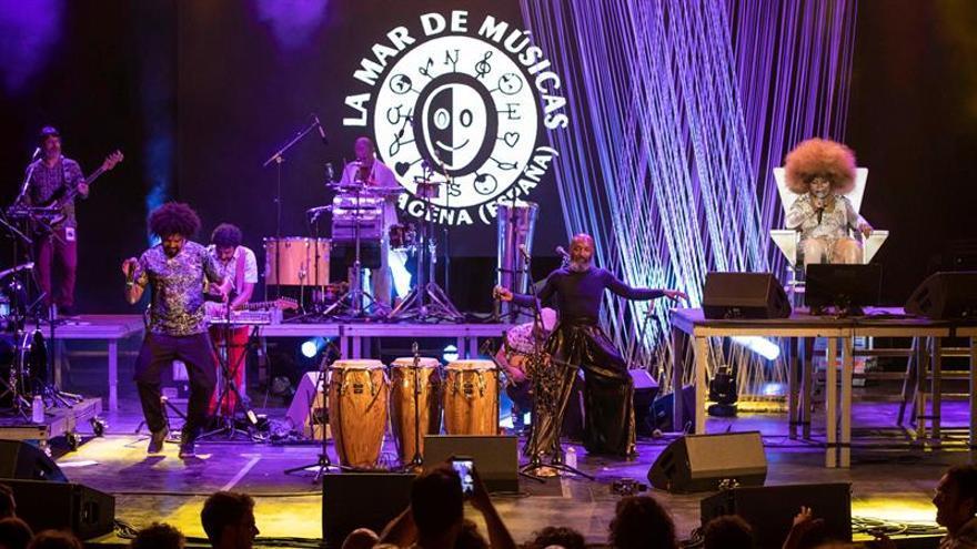 La samba de Elza Soares y la ecléctica Mon Laferte abren La Mar de Músicas
