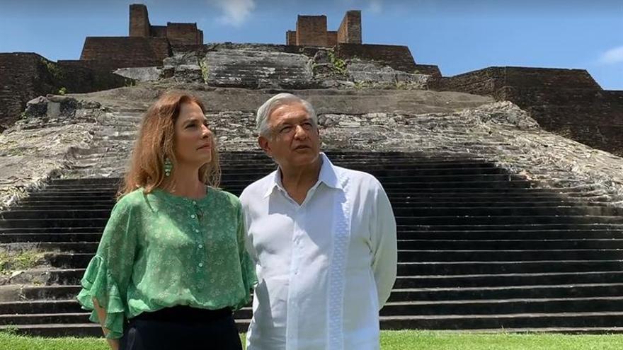 Andrés Manuel López Obrador y Beatriz Gutiérrez Müller, en la zona arqueológica de Comalcalco